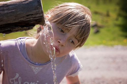 Световният ден на водата е. Какво трябва да знаем за хидратацията при децата
